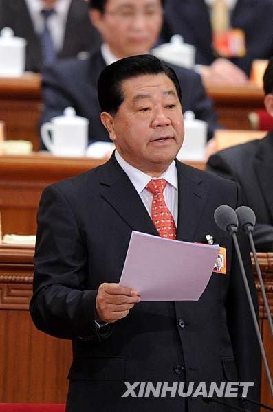 图文:贾庆林主持闭幕会并讲话