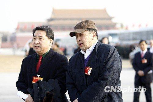 姜昆黄宏出席政协十一届三次会议闭幕会(图)