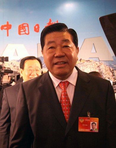 贾庆林看望中国日报两会报道记者(组图)