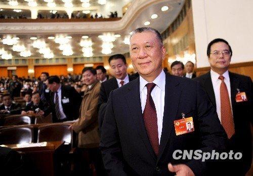 何厚铧以2057票当选为全国政协副主席