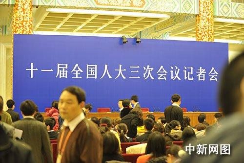 总理记者会今日将举行 媒体云集(图)