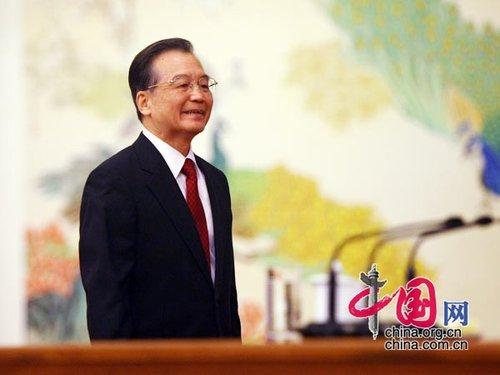 图文:温总理走上主席台