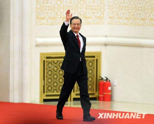 组图:温家宝总理与中外记者见面