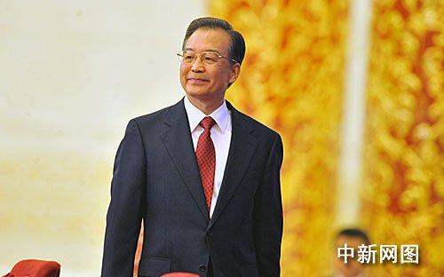 温家宝总理阔步走进金色大厅。 (贾国荣摄)