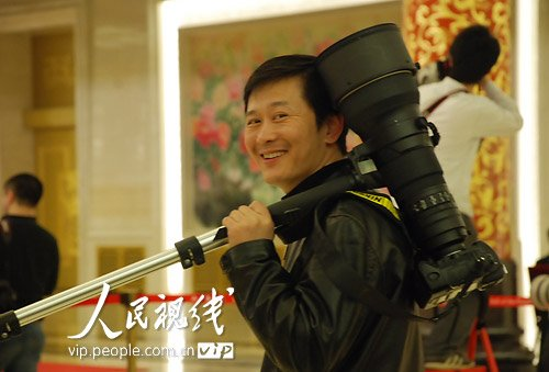 图文:人民日报记者李舸提问