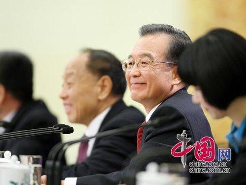 图文:温总理回答记者提问
