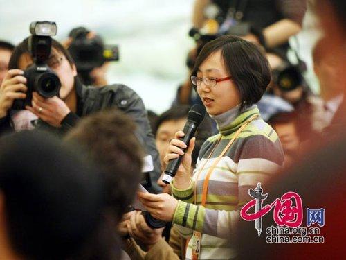 图文:香港《星岛日报》记者提问温家宝总理