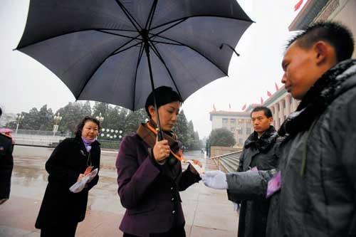 凤凰卫视女记者参加发布会 曾被总理点名(图)