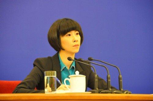 组图:温总理记者会上的美女翻译