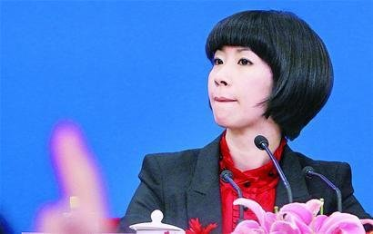 坐在总理身边的女翻译张璐受到众人追捧