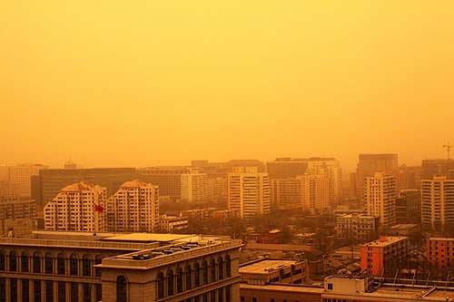 北京/网友实拍京城遭遇强沙尘暴(资料图)