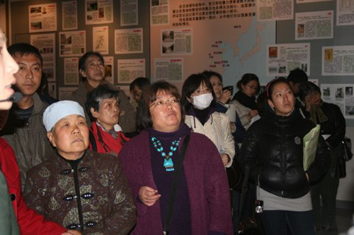 日军对妇女的犯罪图片展座谈会在山西举行