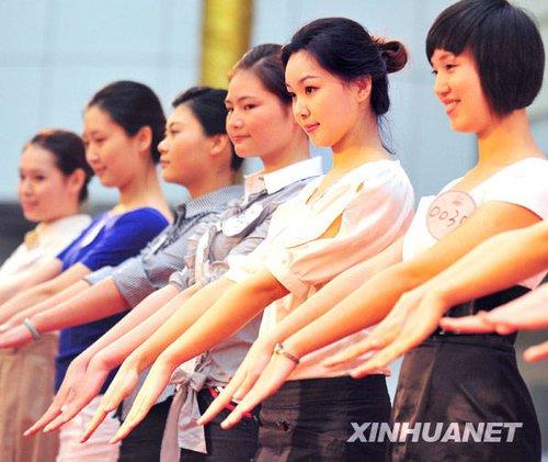 组图:中国最大规模空姐招聘启动