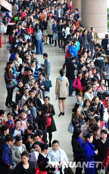 中国最大规模空姐招聘启动 近万名美女参赛