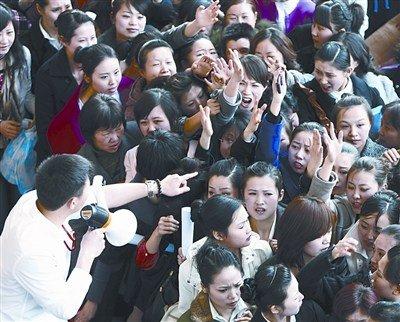 全国最大规模空姐招聘开始 近万人争1千名额