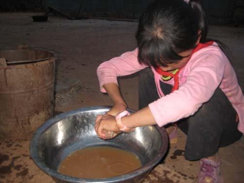 12岁女孩为取饮用水穿越1200米绝壁悬崖 - 雪山飞狐 - JOKUL VOLANT TOD