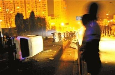 昆明城管摊贩冲突 通报会报社抗议官方说法