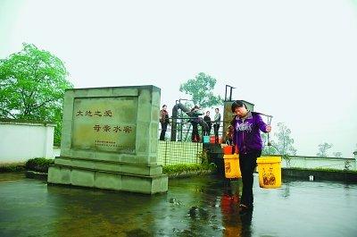 妇女送水帮扶队 留守妇女 抗旱主力