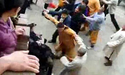 安徽九华山和尚群殴游客被网友拍下(组图)_新闻_腾讯网 - 如如 - ruruyiyi5050的博客