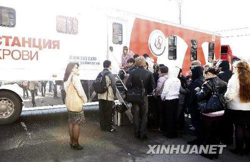 俄罗斯青年为地铁爆炸伤者献血