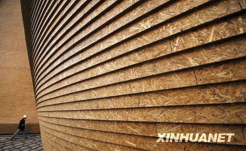 """组图:上海世博会低碳展馆""""麦垛""""亮相"""