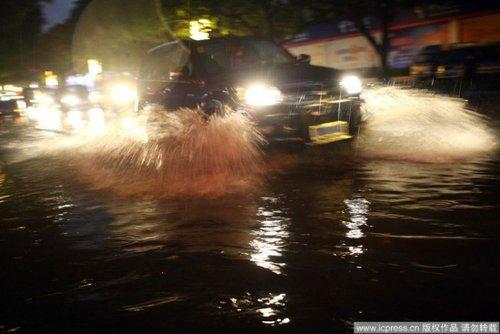 组图:广西百色迎旱灾以来首场降雨