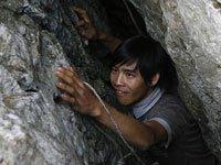 图片故事:石缝流出生命之水
