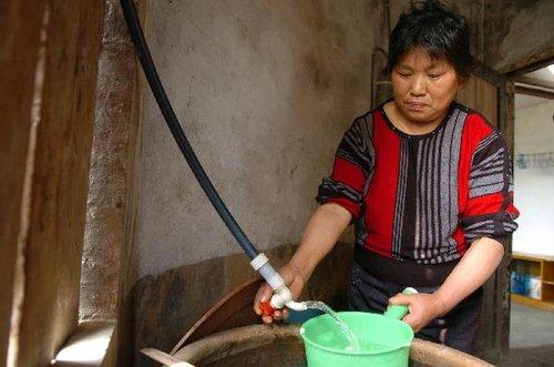 组图:贵州17县城分片限时限量供水