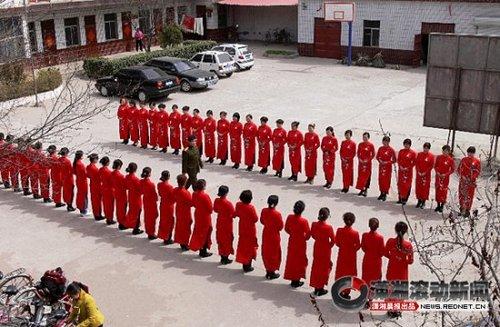 河北魏县选160名女教师做礼仪引非议(组图)