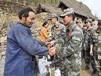 组图:成都军区炮兵团抗旱到贵州