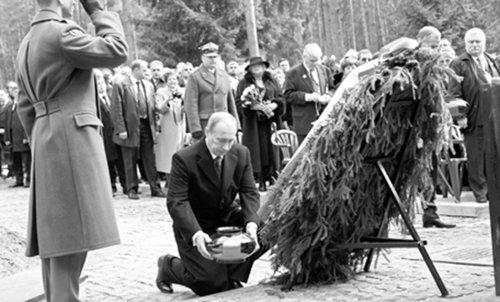 [转贴]普京纪念卡廷惨案70周年 单膝跪地纪念逝者 - 匆匆过客九龙山 - 匆匆过客九龙山