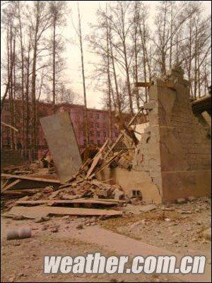 青海震区群众已被疏散到周围山上 玉树州全部停电