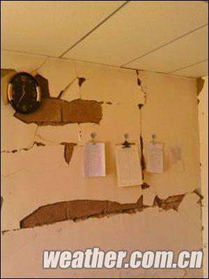 组图:玉树地震造成房屋损坏