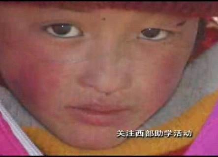 """玉树地震30多儿童""""躲""""过一劫(组图)"""