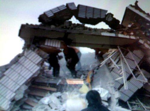 图文:用手机拍摄的地震现场照片