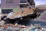 玉树地震现场房屋倒塌