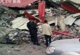 灾区路边房屋倒塌