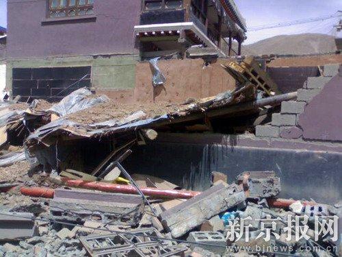 青海玉树85%民房倒塌 大量学生被埋(组图)
