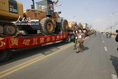 陈光标自带挖掘机参与玉树地震灾区救援(组图)
