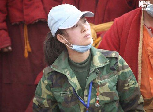 组图:玉树救援现场最美女志愿者