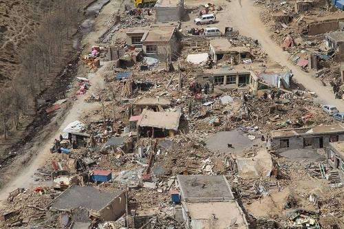 组图:青海玉树地震灾区航拍照片公布
