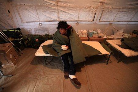 上海两男子驾车49小时跋涉3千公里抵玉树救灾