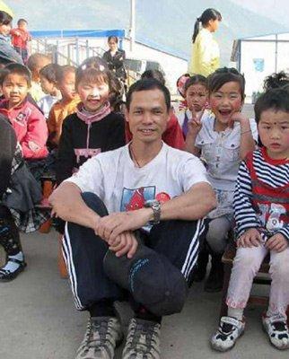 港多家慈善团体支援玉树 黄福荣遗体运抵香港