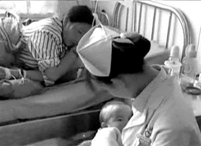 护士用乳汁哺育地震受灾婴儿(图)