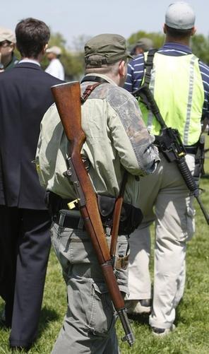 美民众在华盛顿附近持枪抗议 矛头直指奥巴马