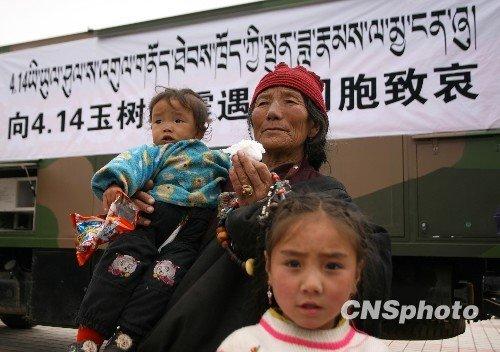 玉树寺院响起颂经声 为地震遇难者祈福