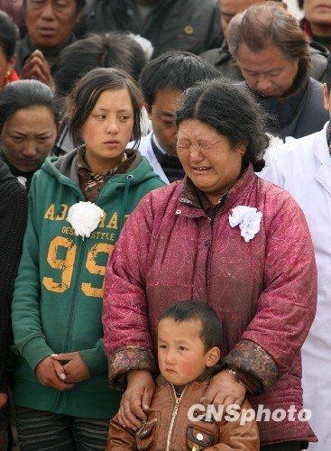 青海玉树各种形式哀悼地震遇难同胞