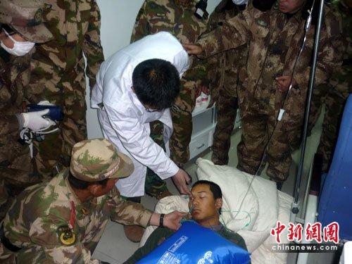 武警战士长时间超负荷救灾患肺水肿生命垂危