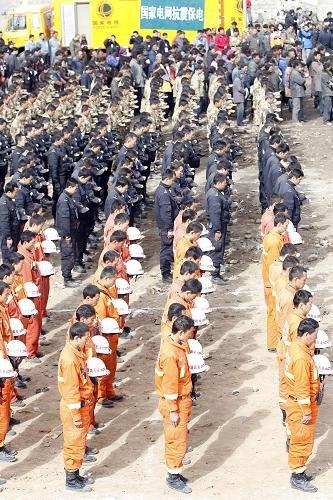 青海省举行集中悼念玉树地震遇难同胞活动
