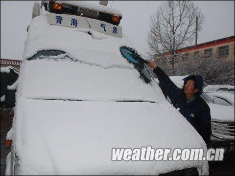 玉树降雪对救灾不利 未来两日天气不容乐观